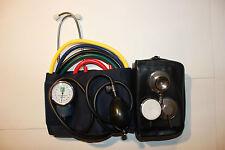 Notfalltasche: Blutdruckmessgerät mit und Stethoskop Flachkopf oder Doppelkopf