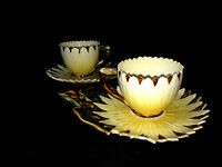 PAIR MAJOLICA STYLE SUN FLOWER TEA CUP SAUCER SETS SUNFLOWER VIBRANT VINTAGE