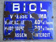 Ancienne grande plaque émaillée indications BIOL Isère automobile