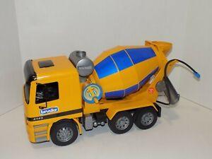 Cool 19 inch Bruder Mercedes Benz Yellow & Blue Plastic Cement Mixer Truck
