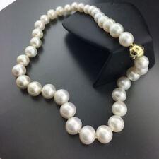 Halsketten und Anhänger aus Gelbgold mit Südseeperlen Zucht