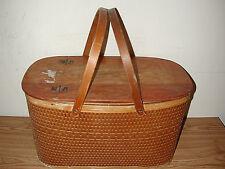 VINTAGE HAWKEYE BURLINGTON WOVEN WOODED PICNIC BASKET W/ INNER SHELF & 2 HANDLES