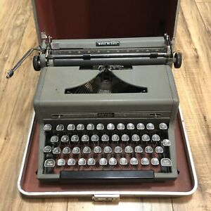 ROYAL QUIET De LUXE 1949 PORTABLE TYPEWRITER Gray With Case