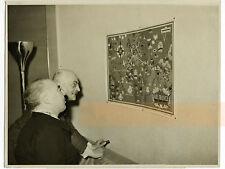 Le général Hering devant une carte du réseau Air France - Photo Vintage 1938
