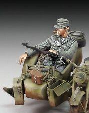 "Royal Model 1/35 ""Cigarette Break"" German Infantry Sitting in Sidecar WWII 676"