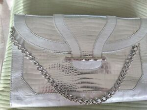 ELAINE TURNER METALLIC SILVER EMBOSSED LARGE CONVERTIBLE  CHAIN CLUTCH **GOOD**