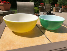 2 Vintage PYREX PRIMARY Colors YELLOW #404 & GREEN #403 Nesting Mixing Bowls