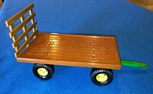 ERTL John Deere Big Farm Hay Trailer Wagon Plastic and Metal 1:32 Scale