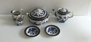 Booths Real Old Willow A8025 Terrine Teapot Jug x 2 Saucers x 2 (858DS)