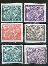 TCHECOSLOVAQUIE : allégorie timbres de 1920/25 (trace de charnière)