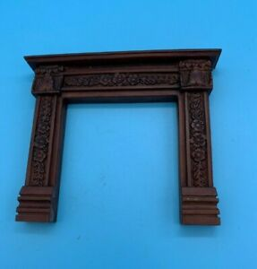 DOLLS' HOUSE MINIATURE - RESIN? FIRE SURROUND WITH DECORATIVE FLORAL DETAIL