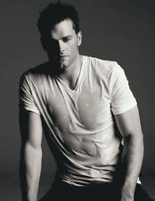 Tom Brady UNSIGNED photograph - E318 - SEXY!!!!!