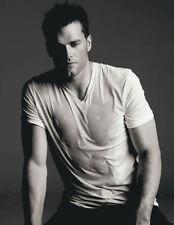 Tom Brady UNSIGNED photo - E318 - SEXY!!!!!