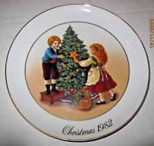 Avon Christmas Plate 1982 Keeping the Christmas Tradition  b47