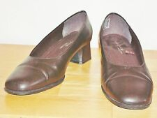 r- SHOES WOMENS SZ 8 LOAFER BROWN BY WHITE STAG VERY CUTE PADDED FOOTBED