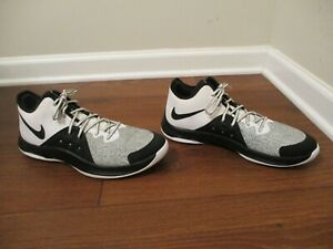 Used Worn Size 11.5 Nike Air Versatile III Shoes Black & White AO4430 100