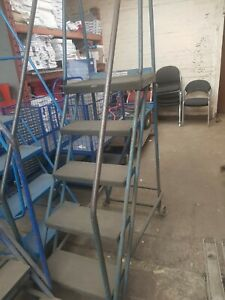 Wearhouse mobile steps - USED good condition Blue