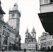 PRAGUE c. 1960 -Vieille Ville Auto Rue animée Hôtel de Ville Tchéquie- Div 12790