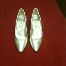 Beautiful Pair Of Di Sandro Silver Heels Size 8AA Made In Italy