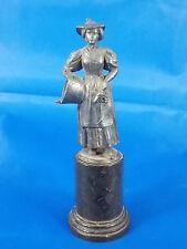 Antike Miniatur Statue FRAU MIT KORB aus Zinn auf Mamor Sockel 10cm