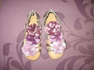 Xhilaration Gladiator Silk Flower Sandals Size 5