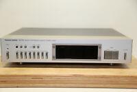 Harman Kardon HK715 Digital Synthesized Quartz-Locked Tuner (1981) in silber