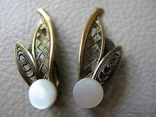 Vintage Gold Brass Floral Leaf Motif Mother Of Pearl Disc Clip Earrings GERMANY