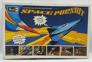 SPACE : PIRATE & POLICE SPACE PURSUIT REVELL MODEL KIT MADE IN 1968 (MLFP) V2