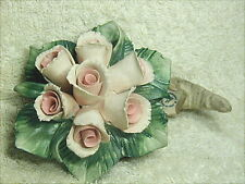 Bomboniera per matrimonio, cornucopia con rose in porcellana di Capodimonte.