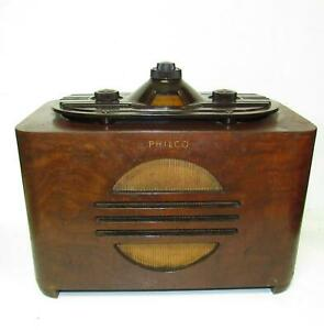 Unusual 1937 Philco wood table radio model 37-604. For restoration or display.