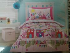 "DOUBLE BED "" DREAMTOWN "" 3 PCE QUILT SET. COLOURFUL TOWN & HOUSES PRINT"