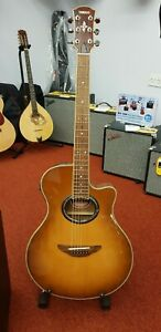 Yamaha APX 700SDB electroc acoustic guitar and hard case