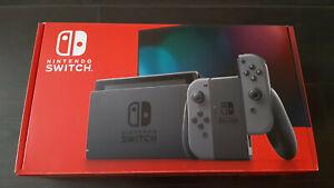 Console Nintendo Switch Grise complète en boîte.