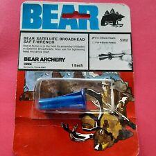 VINTAGE BEAR SATELLITE BROADHEAD SAF-T-WRENCH FOR 3 BLADE HEADS NOS PLASIC broke