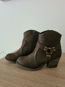Rocket dog boots size 3