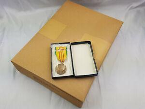 40 Original US Orden Vietnam Service Medal mit Ribbon in Schachtel von 1969/70