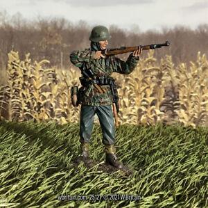 W Britain - World War II German Grenadier in Parka Standing Firing 1943-45 25121