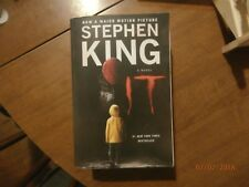 It : A Novel by Stephen King (2017, Paperback / Paperback)