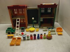 VINTAGE FISHER PRICE LITTLE PEOPLE PLAY FAMILY SESAME STREET 938 NEAR COMPLETE