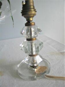 Pied de lampe ancien en cristal taillé.