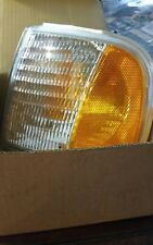 New NIB 97-02 F150 / F250 Ford Expedition Park / Signal Lamp Left Driver Side