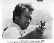 Clint Eastwood original 1977 8x10 photo Clint Eastwood points gun