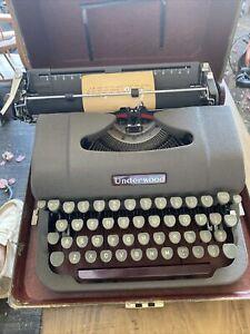 Vintage Mid Century Modern Underwood Finger Flite Champion Typewriter Types Well