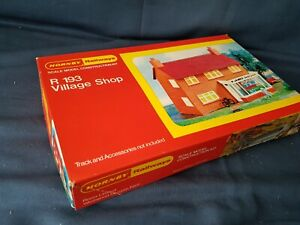 VERY RARE HORNBY R193  VILLAGE SHOP UNMADE KIT APPEARS COMPLETE MINT BOXED