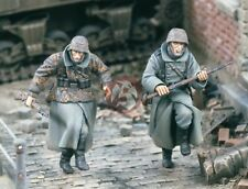 """Verlinden 1/35 """"Running for Safety"""" German Soldiers Russia WWII (2 Figures) 1563"""