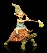 Pixie Kobold Figur reitet auf Schildkröte - Fantasy Zwerg Kobold Elfe Gnom Deko