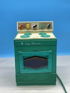 1968 Topper Toys SUZY HOMEMAKER Kitchen Safety Oven Stove WORKS!