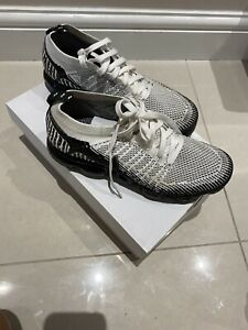 Nike VaporMax flyknit trainers size 7.5 black and white