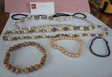 Lot de bijoux fantaisie: colliers de perles et bracelets -
