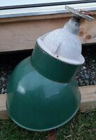 VINTAGE ANGLED GREEN PORCELAIN ENAMEL BARN GAS STATION METAL ANGLED LAMP LIGHT
